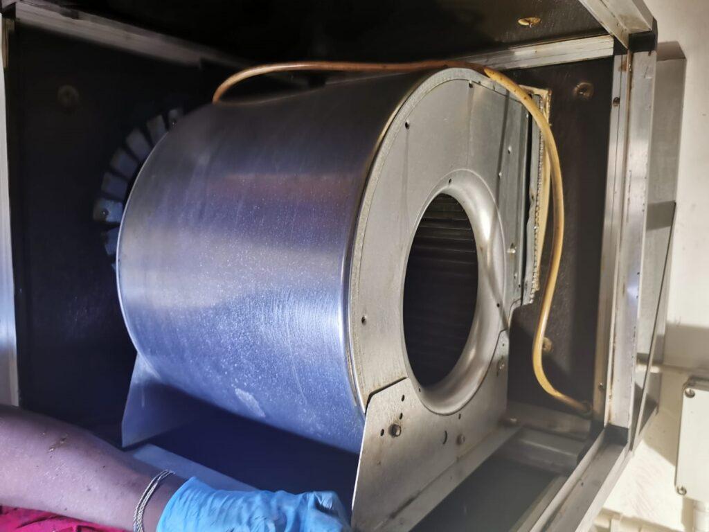 Pulizia dei motori estrazione fumi pulito